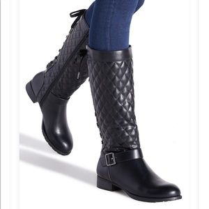 Brand New Shoe dazzle Stormie Flat Quilted Boot